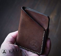 Leather slim wallet / credit card holder by KampLeatherwork Leather Front Pocket Wallet, Leather Card Wallet, Slim Wallet, Leather Bag Tutorial, Leather Wallet Pattern, Leather Projects, Leather Accessories, Leather Working, Leather Craft