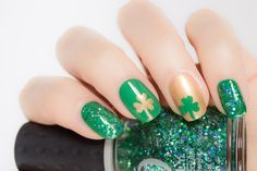 Adorable St. Patricks day nails.