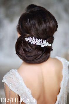 Retro Wedding Hairstyles and Updos / http://www.deerpearlflowers.com/21-inspirational-vintage-retro-wedding-hairstyles/