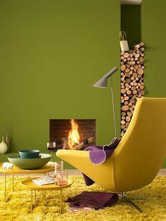 Moosgrün zu Maisgelb Interior Paint, Interior Design, White Christmas Trees, Yellow Home Decor, Upstairs Hallway, New Room, Warm Colors, Wall Design, Colorful Interiors