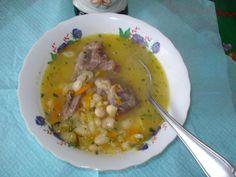 Ciorba de fasole boabe cu coasta afumata Romanian Recipes, Romanian Food, Supe, Cheeseburger Chowder, Cooking, Romania, Food, Recipes