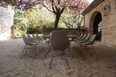 The concrete Hauteville Chair designed by Henri Lavallard Boget for Lyon Béton, d Modern Industrial, Vintage Industrial, Bar Table And Stools, Concrete Furniture, Concrete Design, 2020 Design, Outdoor Furniture Sets, Outdoor Decor, Deco Design