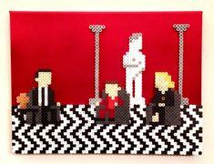 Arte Retro 3D Twin Peaks. Arte del Pixel de 8 bits. Cuentas Perler en la lona.