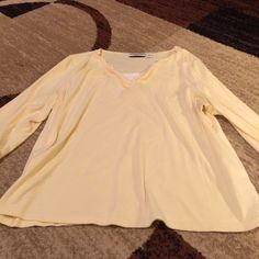 Beautiful Top Size 1X Beautiful Top Size XL with a cami look built in Croft & Barrow Tops Blouses