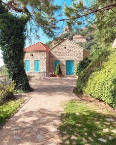 - Home is not a place. (Ghosta, Mont-Liban, Lebanon) - Lebanon in a Picture Beautiful World, Beautiful Homes, House Viewing, Beirut Lebanon, Dream House Exterior, Village Houses, Mountain Homes, Old Buildings, Heaven On Earth