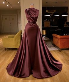 2020 One Shoulder Pleated Evening Dresses with High Leg Slit – Phylliscouture Source by lincynyabuti Kleider Elegant Dresses For Women, Pretty Dresses, Beautiful Dresses, Gala Dresses, Formal Dresses, Wedding Dresses, Bouquet Wedding, Wedding Nails, Long Dresses