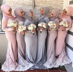 Muslim bride & bridesmaids inspiration pic via Muslim Wedding Dresses, Muslim Brides, Muslim Women, Muslim Fashion, Modest Fashion, Hijab Fashion, Bridal Hijab, Bridal Gowns, Hijab Stile