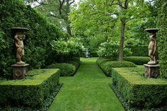 : Formal garden design and also small formal gardens and also modern garden ideas and also garden design ideas Boxwood Garden, Garden Hedges, Topiary Garden, Garden Landscaping, Topiaries, Garden Grass, Garden Park, Landscaping Design, Formal Gardens