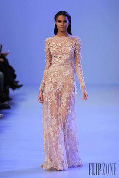 Elie Saab Haute Couture Paris, www.emmavictoriap… Elie Saab Haute Couture Paris, www. Haute Couture Paris, Elie Saab Couture, Spring Couture, Haute Couture Fashion, Couture 2015, Runway Fashion, Fashion Show, Paris Fashion, Net Fashion