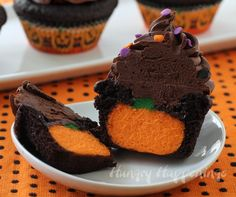 Chocolate Cupcakes Stuffed with Cheesecake Pumpkins