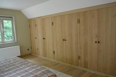 Prachtige landelijke kastenwand met eiken deuren