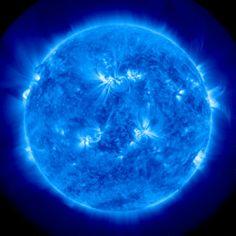 【NASA天体ショー】太陽の黒点から爆発確認!! 太陽フレアの高さはおよそ30万キロ - IRORIO(イロリオ)