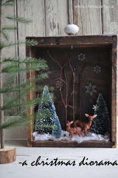Christmas Diorama: rustic Christmas decoration made from an up-cycled old drawer, simple and fun to make.