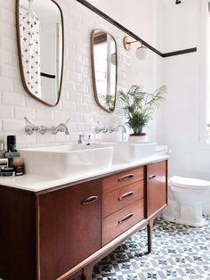 Ideas Ceramic Wood Tile Bedroom Bathroom For 2019 Mid Century Modern Bathroom, Modern Master Bathroom, Small Bathroom, Bathroom Black, Eclectic Bathroom, Bathroom Styling, Bathroom Interior Design, Bad Inspiration, Bathroom Inspiration