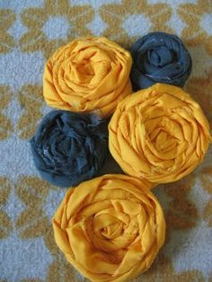 Easy and really pretty fabric flowers that could be made into a hair accessory or used to embellish a shirt