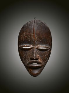 - DAN MASK - Lot 7 - Estimate: €4000 - €6000 - Find all details for this object in our online catalog! Ivory Coast, Dan, Lion Sculpture, Statue, Liberia, Brussels, Catalog, Africa, Brochures