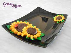 Vassoio di ceramica nero, con decorazione girasoli, fatto a mano in fimo.