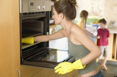 How to Clean an Oven Naturally. 5 TBSP Baking Soda, 4 TBSP White Vinegar and 3 drops liquid dish soap. mix until thick, apply and scrub. Wipe clean and rinse. Homemade Cleaning Products, Cleaning Recipes, Natural Cleaning Products, Cleaning Hacks, Cleaning Checklist, Cleaning Challenge, Household Cleaners, Diy Cleaners, Cleaners Homemade