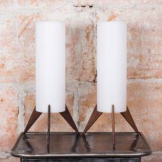 Pari Östen Kristianssonin 1958 suunnittelemia Raket-pöytävalaisimia. Valmistaja Luxus, Vittsjö. Palisanteri jalka, kupuosa akryyliä. Hienossa alkuperäisessä kunnossa. #habitare2014 #design #sisustus #messut #helsinki #messukeskus