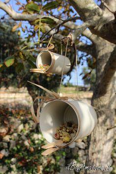 Pin on Manualidades Homemade Bird Houses, Homemade Bird Feeders, Bird Houses Diy, Garden Bird Feeders, Bird House Feeder, Diy Bird Feeder, Garden Crafts, Garden Art, Tin Can Crafts
