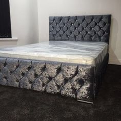 Part of our amaze crushed velvet range This can have diamonds or buttons Stunning silver feet Headboard : 46 inches Footboard : 17.5 inches 5ft w Colours can be : Black Brown CharcoalSilver Mink Please add which colour you wish and a contact number