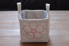 Sashiko Linen Fabric Basket  Small por AtelierWeasel en Etsy
