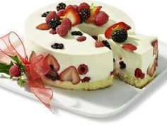 Sweet cake Fruta Fresca, Queso Crema, Mousse, Cheesecake, Vanilla, Tasty Food Recipes, Pastries, Food Cakes, Red