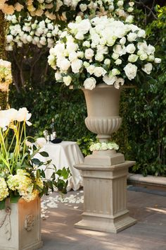White roses. Wedding details. #luxbride