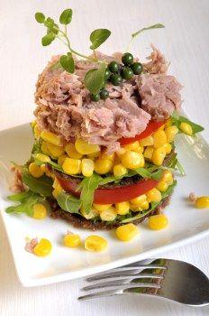 Sałatka warstwowa > Sałatka warstwowa z tuńczyka - Sałatki wielkanocne - 3 PYSZNE PRZEPISY na sałatki wielkanocne