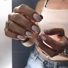 The advantage of the gel is that it allows you to enjoy your French manicure for a long time. There are four different ways to make a French manicure on gel nails. Pretty Nail Designs, Winter Nail Designs, Nail Art Designs, Nails Design, Cute Nails, Pretty Nails, Hair And Nails, My Nails, Natural Gel Nails