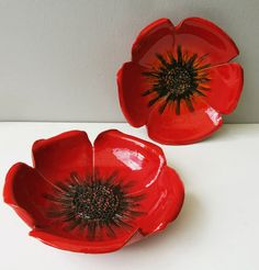 Risultati immagini per ceramic poppy bowl tutorial Ceramic Poppies, Ceramic Flowers, Clay Flowers, Poppy Flowers, Hand Built Pottery, Slab Pottery, Pottery Painting, Ceramic Painting, Ceramic Clay
