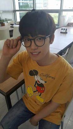 """#wattpad #fanfic """"Mingyu"""" """"A CASO QUIERES MATARME?"""" """"tus fotos, la sesión de fotos"""" """"he gastado el dinero del mes comprando 3 revistas, solo por tus fotos"""" """"Mingyu, te amo, notice me"""" """"SOY TU FAN❤"""" Wonwoo es su fan y quiere quedarse así. PROHIBIDA LA COPIA Y/O ADAPTACIÓN. #380 en DE TODO 11/09/16 #360 en DE TODO..."""
