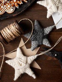 Novita Talvi 2017, Novita Joki, Kieputettu lankatähti Nordic Christmas, Christmas Art, Christmas Projects, Christmas 2019, Rustic Christmas, Christmas Crafts, Christmas Ornaments, Handmade Christmas Decorations, Theme Noel