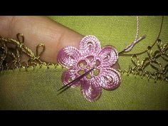 This post was discovered by TC Crochet Baby Hat Patterns, Crochet Lace Edging, Crochet Flower Tutorial, Crochet Borders, Crochet Baby Hats, Crochet Doilies, Crochet Flowers, Needle Tatting, Needle Lace