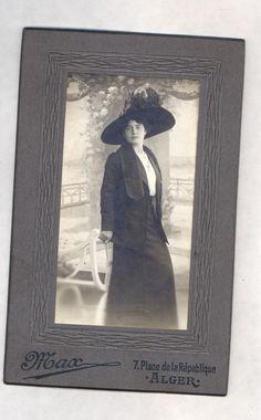 CDV femme élégante chapeau Photographie parisienne Max Alger vers 1907