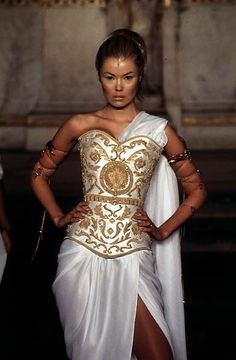 The corset and jewelry are cool Givenchy Couture by Alexander McQueen Haute Couture Style, Couture Mode, Couture Fashion, Runway Fashion, Look Fashion, High Fashion, Fashion Show, Fashion Design, Fashion Fantasy