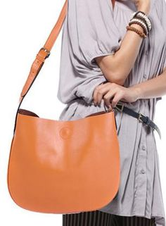 Leather minimalist carryall, your go-everywhere handbag.