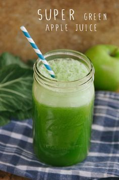 SUPER Green Apple Juice // soletshangout.com  This is a great way to get your New Year started!
