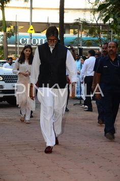Big B, Abhishek-Aishwarya, Shabana, Naseeruddin and other celebs attend late Om Puri's prayer meet