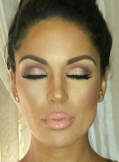 This is a really gorgeous makeup look. It would be perfect for a bride. It's natural but still glam and sexy, not over done. Bridal makeup. Wedding. Natural light smokey eye. Peach / nude lip.