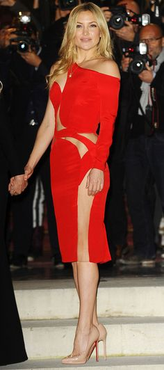10 Times Kate Hudson Reminded Us She Has Abs | People - in a red cutout Atelier Versace dress