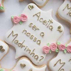 Biscoitinhos para o convite dos Padrinhos! ❤  .  .  .  #cookiedecorating #biscoitosdecorados #casamento #noivos #convitepadrinhos #padrinhosdecasamento #madrinhadecasamento #weddingcookies #wedding #marriagecookies #galletasdecoradas #bolachasdecoradas #biscoitosamanteigados #noiva #noivo #aliança #casamento #cookiesartisticos #lembrancinhaspersonalizadas