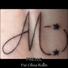 Tatouage lettre M, etoiles, pigments maquillage permanent #pixelle/OliviaRollin