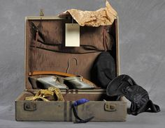 Photo Series Examines Abandoned Suitcases From A Now-Closed Mental Hospital. Anna's suitcase had some fashionable items in it. Abandoned Asylums, Abandoned Buildings, Abandoned Places, Insane Asylum Patients, Willard Asylum, Mental Asylum, Psychiatric Hospital, Private Life, Photo Series