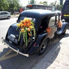 the french way of decorating their wedding car<3