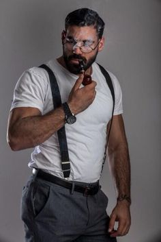 The complete look - suspenders, hair, beard, the specs and the pipe. Scruffy Men, Hairy Men, Bearded Men, Moustaches, Man Smoking, Pipe Smoking, Awesome Beards, Mature Men, Older Men