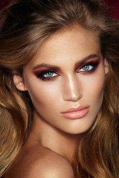 Cheek to Chic: 0.8g/0.28 oz.; The Feline Flick: 1ml/0.034 fl.oz.; Luxury Palette Colour Coded eye shadows: 5.2g/0.18 oz.; K.I.S.S.I.N.G Lipstick: 3.5g/0.12 oz.; Lip Cheat: 1.2g/0.04 oz.; Lip Lustre: 3.5ml/0.12 fl.oz.; Full Fat Lashes Mascara: 8ml/0.27 fl.oz. The Dolce Vita Luxury Palette Ingredients: Talc, Mica, Calcium Sodium Borosilicate, Octyldodecyl Stearoyl Stearate, Dimethicone, Zinc Stearate, Calcium Aluminum Borosilicate, Diisostearyl Malate, Caprylic/Capric Triglyceride, Zea Mays…