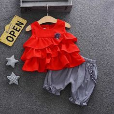 Baby Toddler Floral Decor Ruffles Tiered Blouse And Shorts Set Girls Frock Design, Kids Frocks Design, Baby Frocks Designs, Baby Dress Design, Frocks For Girls, Dresses Kids Girl, Kids Outfits, Summer Outfits, Flower Girl Dresses