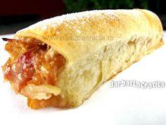 Strudel cu mere Strudel, Cake Recipes, Dessert Recipes, Romanian Food, Hot Dog Buns, Nutella, Love Food, Deserts, Food And Drink