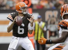 Brian Hoyer, Cleveland Browns - torn ACL get better soon - we need you! Football Roster, Football Uniforms, Nfl Jerseys, Football Players, Football Helmets, Cleveland Browns History, Cleveland Browns Football, Go Browns, Browns Fans